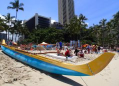 Outrigger_Canoe_Waikiki_Beach_Honolulu_Ms_Traveling_Pants