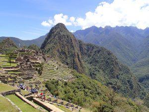 Machu_Picchu_First_Glance_from_Entrance