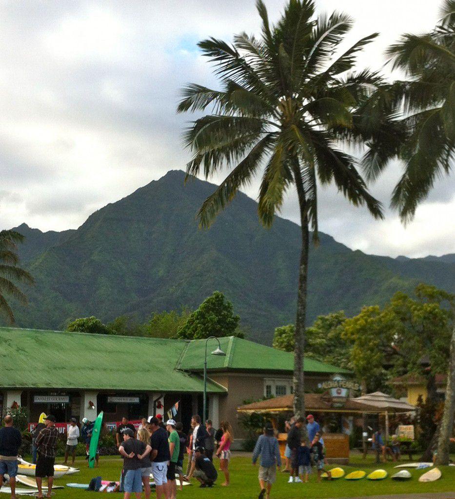 Hanalei_Surfboard_Swap_in_Hanalei_Kauai