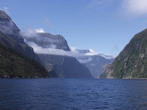 Milford_Sound_South_Island_New_Zealand