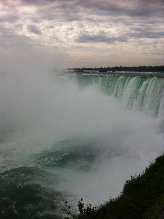 Horseshoe_falls_at_Niagara_Falls_Ontario_Canada_Ms_Traveling_Pants
