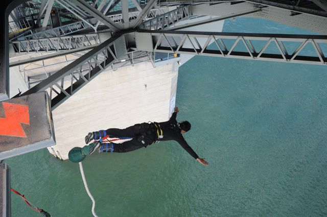 Freefall_Bungy_Jump_New_Zealand_Ms_Traveling_Pants