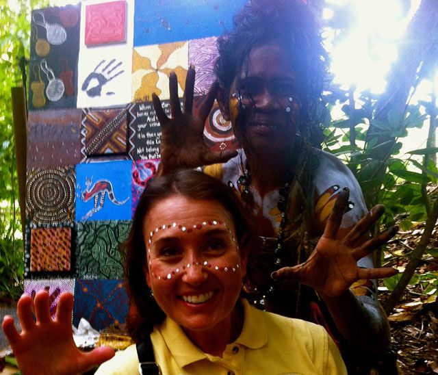 Aboriginal_Face_Painting_at_Tjupakai