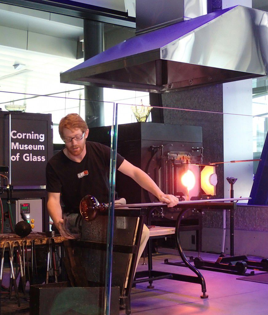 Hot_Glass_Show_at_Corning_Museum_of_Glass_in_Corning_New_York