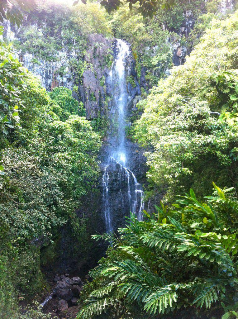 Road_to_Hana_Waterfall_Maui_Travel