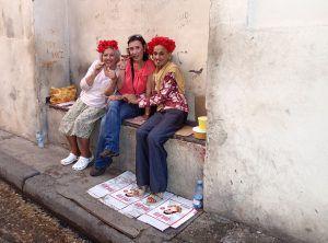 Havana_Vieja_Cuba_with_Cubanas_with_Habaneros