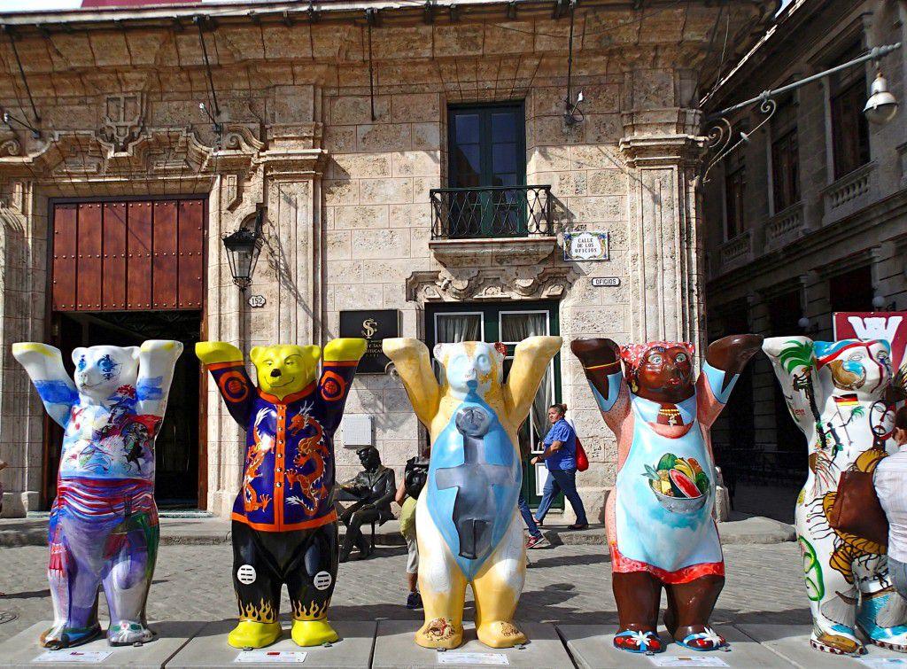 Buddy_Bears_in_Plaza_San_Francisco_de_Asisi_Havana_Cuba_by_Heidi_Siefkas