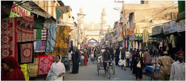 Laad_Bazaar,_Hyderabad_in_2000SourceWikimediaCommons